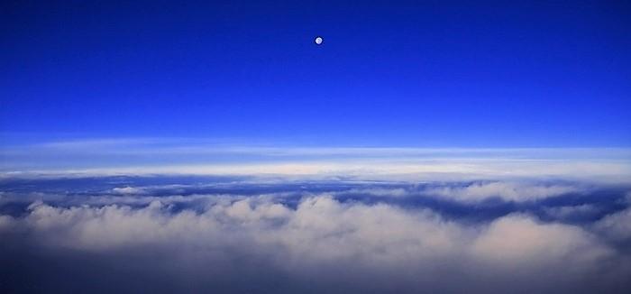 Небо над облаками