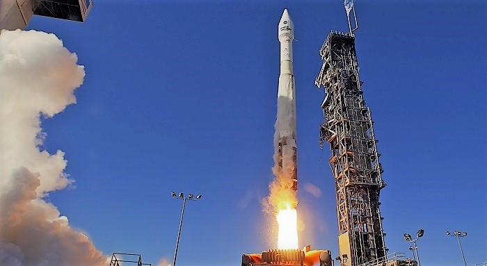 Старт космической ракеты к космос