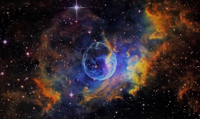 Туманность Пузырь (NGC 7635)