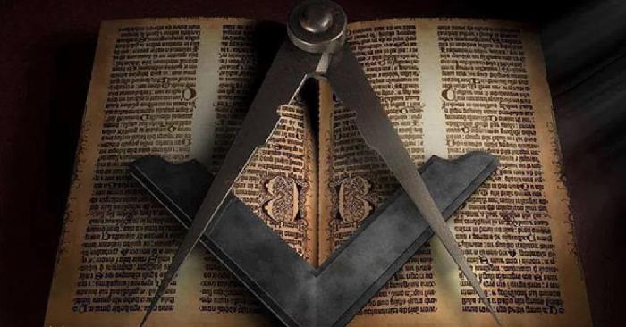 Наугольник и циркуль (символ масонов)