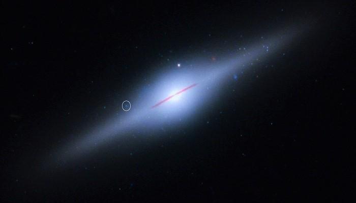 Галактика ECO 243-49 и объект HLX-1