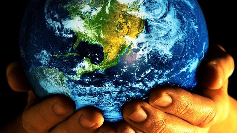 Земля в руках