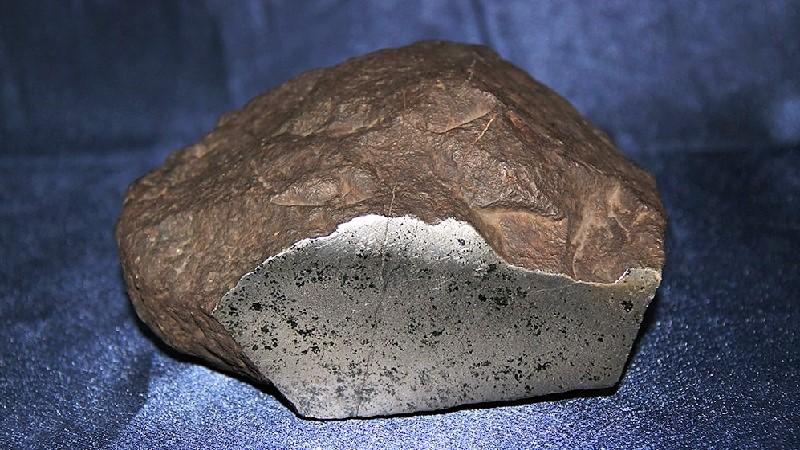 Железо-никелевый метеорит