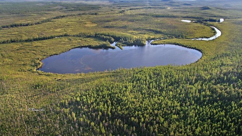 Озеро Чеко (в 8 километрах к северо-западу от возможного падения метеорита)