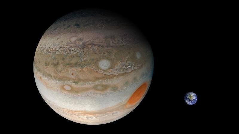 Юпитер в сравнении с Землёй