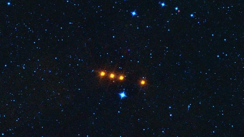 4 снимка астероида, сделанные телескопом WISE